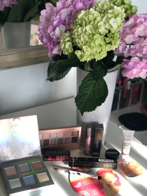 A giveaway with mostly Boxycharm goodies!